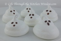 Ghost Meringues | © Life Through the Kitchen Window.com
